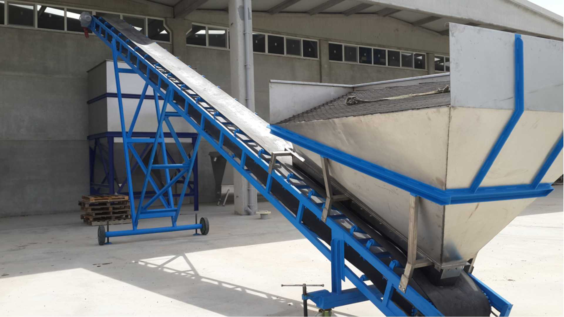 Salt Washing Conveyor Band Photo